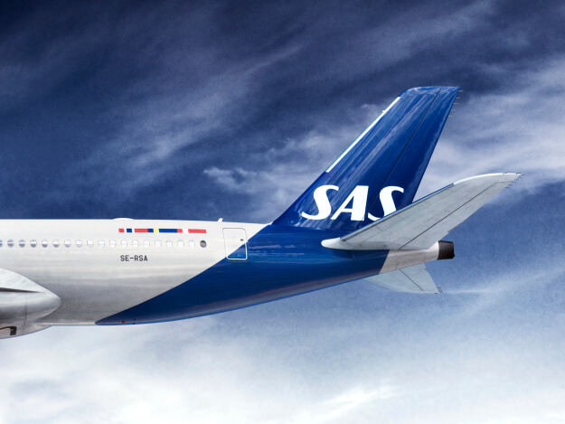 SAS airplane - the blue on the livery of the plane was extended on the belly