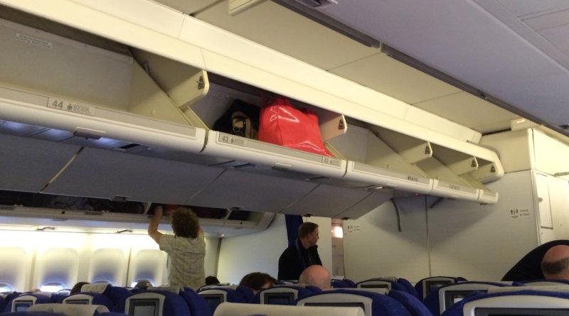 Overhead compartment Boeing 747 British Airways