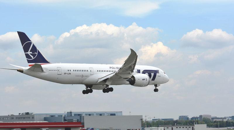 LOT Polish Airlines Boeing Dreamliner 787-8 SP-LRA